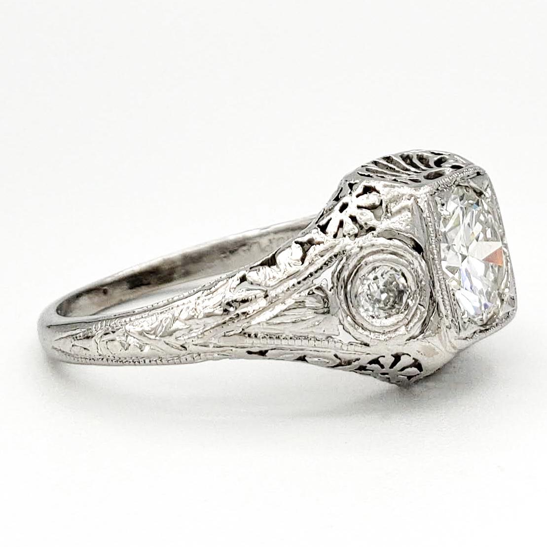 vintage-platinum-engagement-ring-with-0-84-carat-round-brilliant-cut-diamond-egl-g-si2