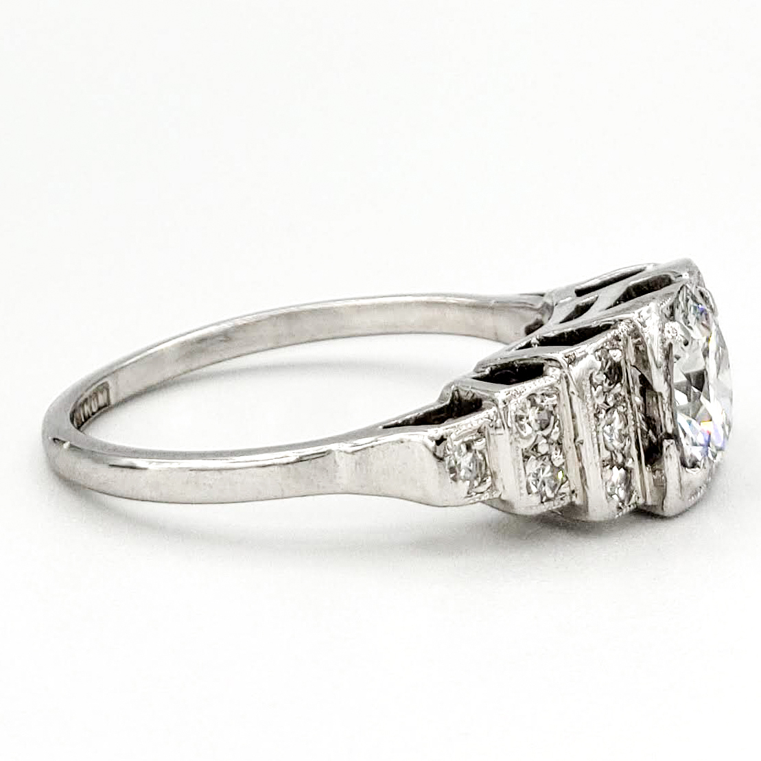 vintage-platinum-engagement-ring-with-0-88-carat-round-brilliant-cut-diamond-gia-e-vs1