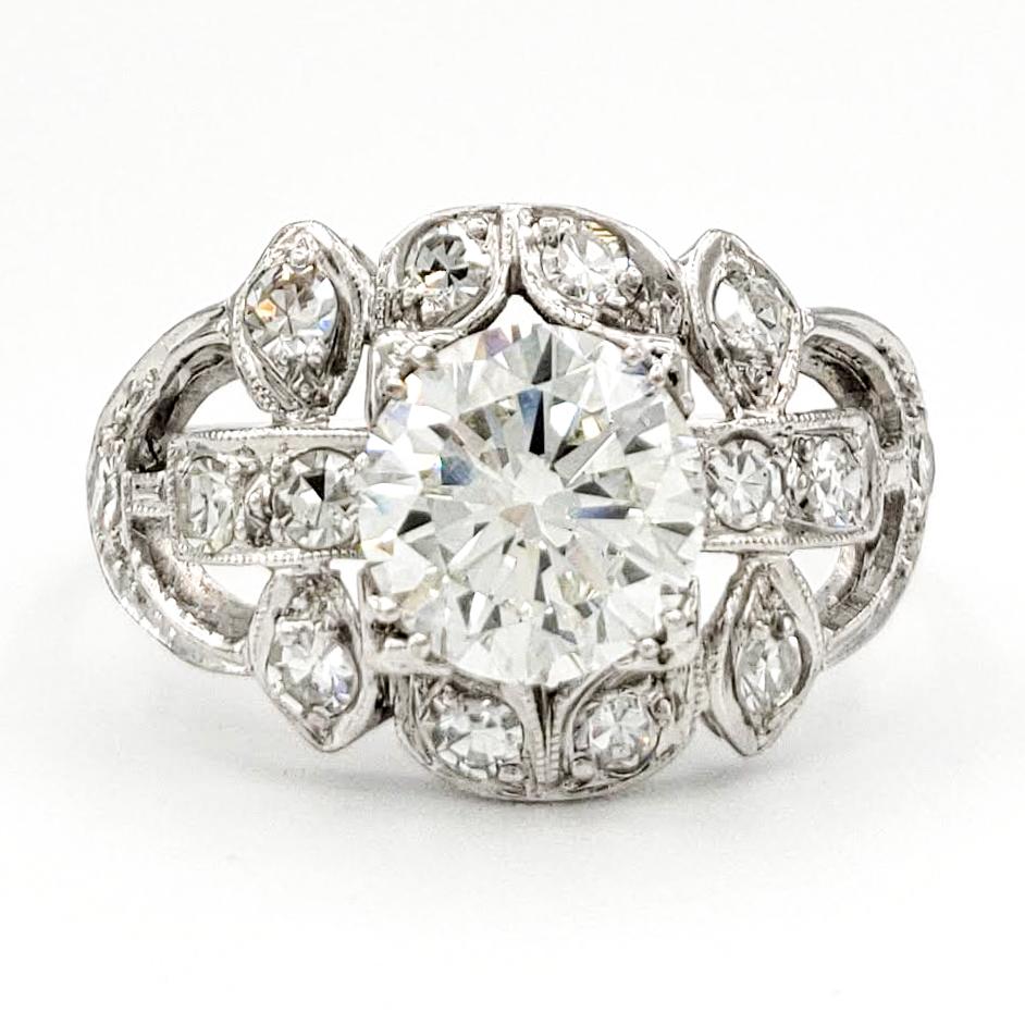 vintage-platinum-engagement-ring-with-1-00-carat-round-brilliant-cut-diamond-gia-i-vs2