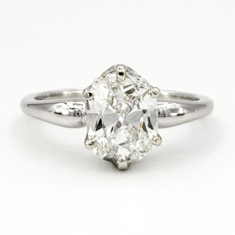 vintage-platinum-engagement-ring-with-1-00-carat-oval-brilliant-cut-diamond-gia-i-vs1