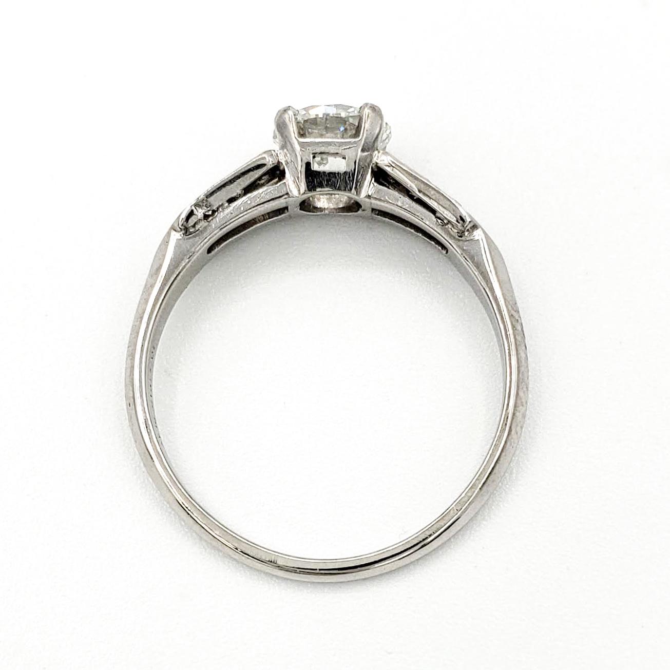 vintage-platinum-engagement-ring-with-0-70-carat-round-brilliant-cut-diamond-gia-h-vvs2