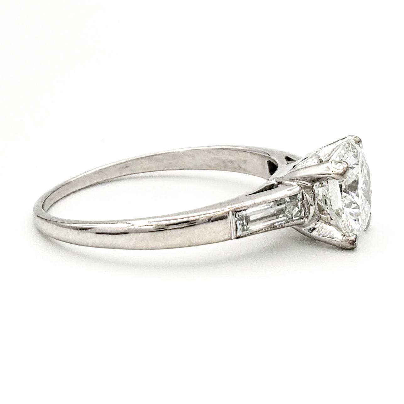 vintage-platinum-engagement-ring-with-1-06-carat-round-brilliant-cut-diamond-gia-g-vs1