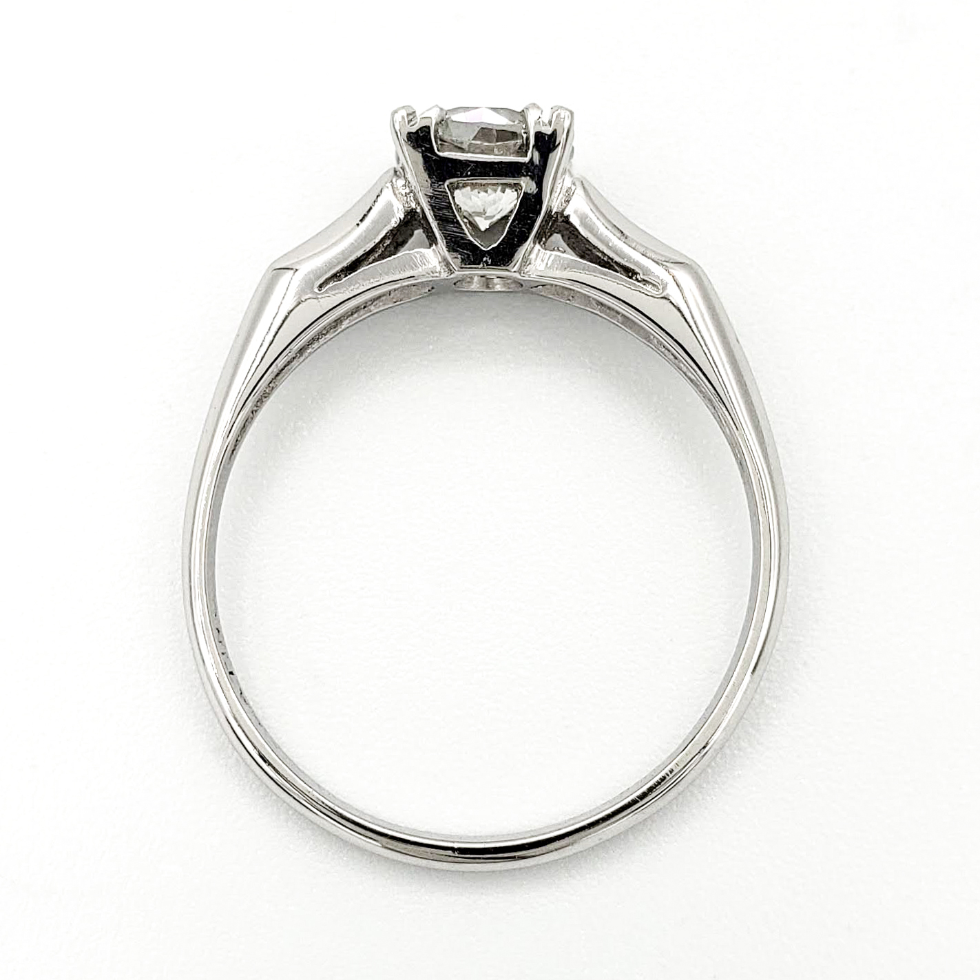 vintage-platinum-engagement-ring-with-0-63-round-brilliant-cut-diamond-egl-g-si1