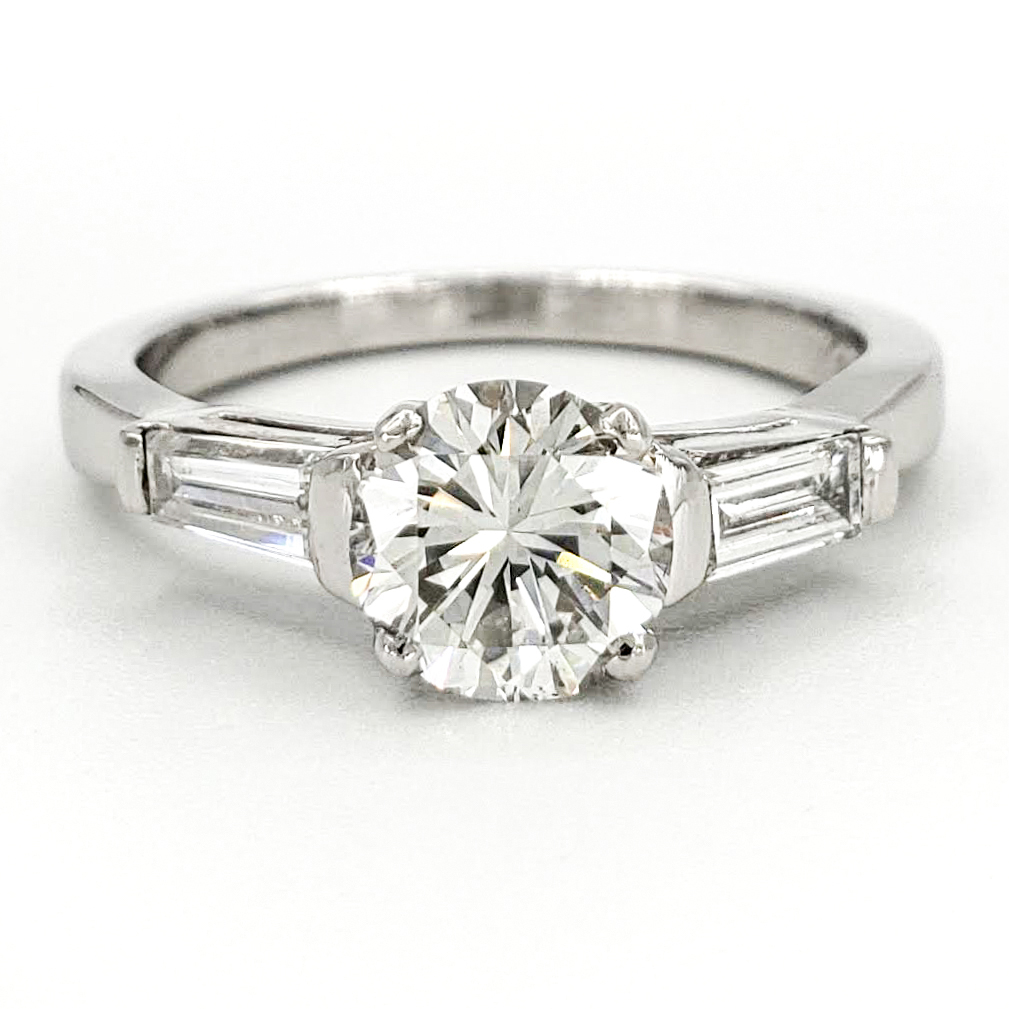 vintage-platinum-engagement-ring-with-0-82-carat-round-brilliant-cut-diamond-egl-h-vs2