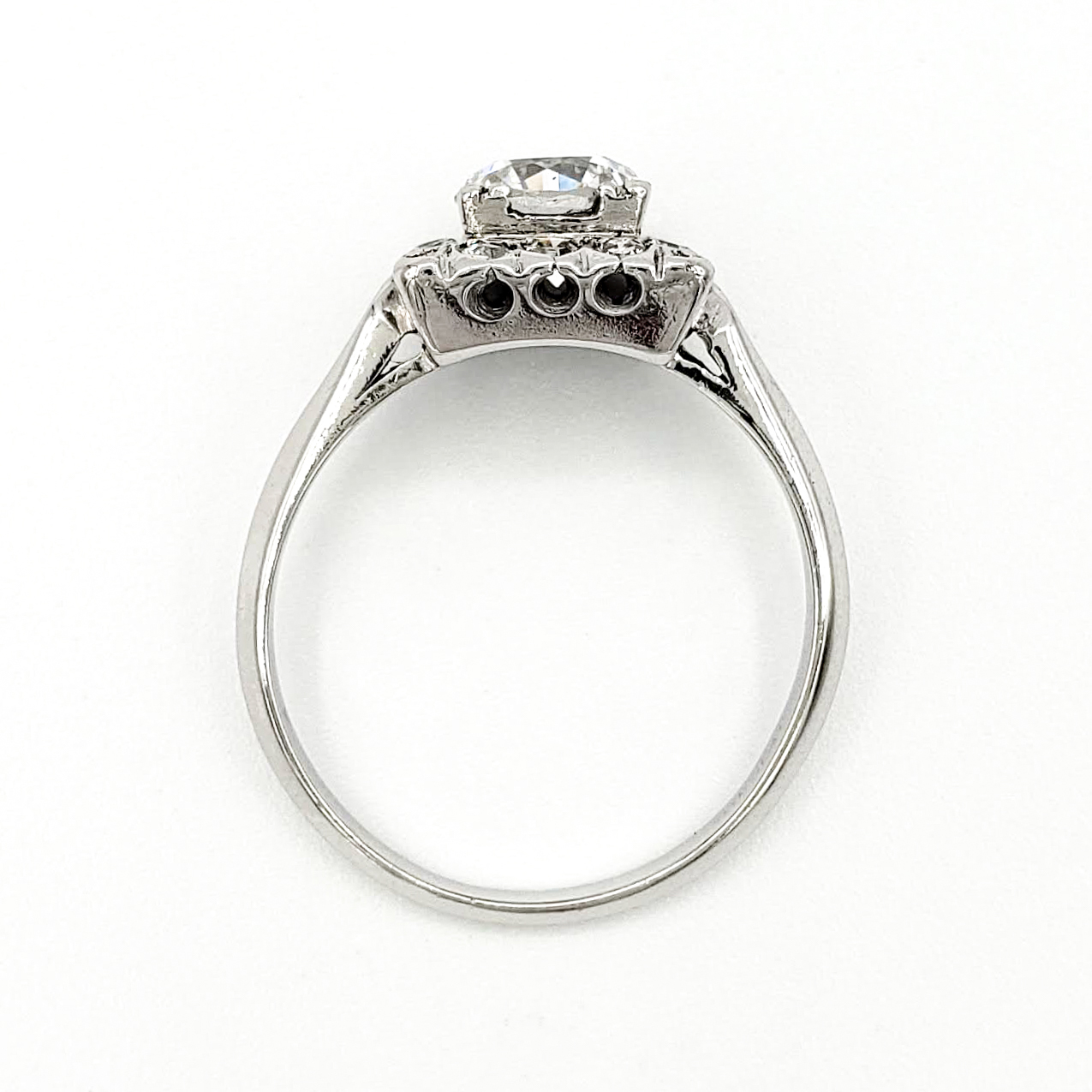 vintage-platinum-engagement-ring-with-1-10-carat-round-brilliant-cut-diamond-egl-d-vs2
