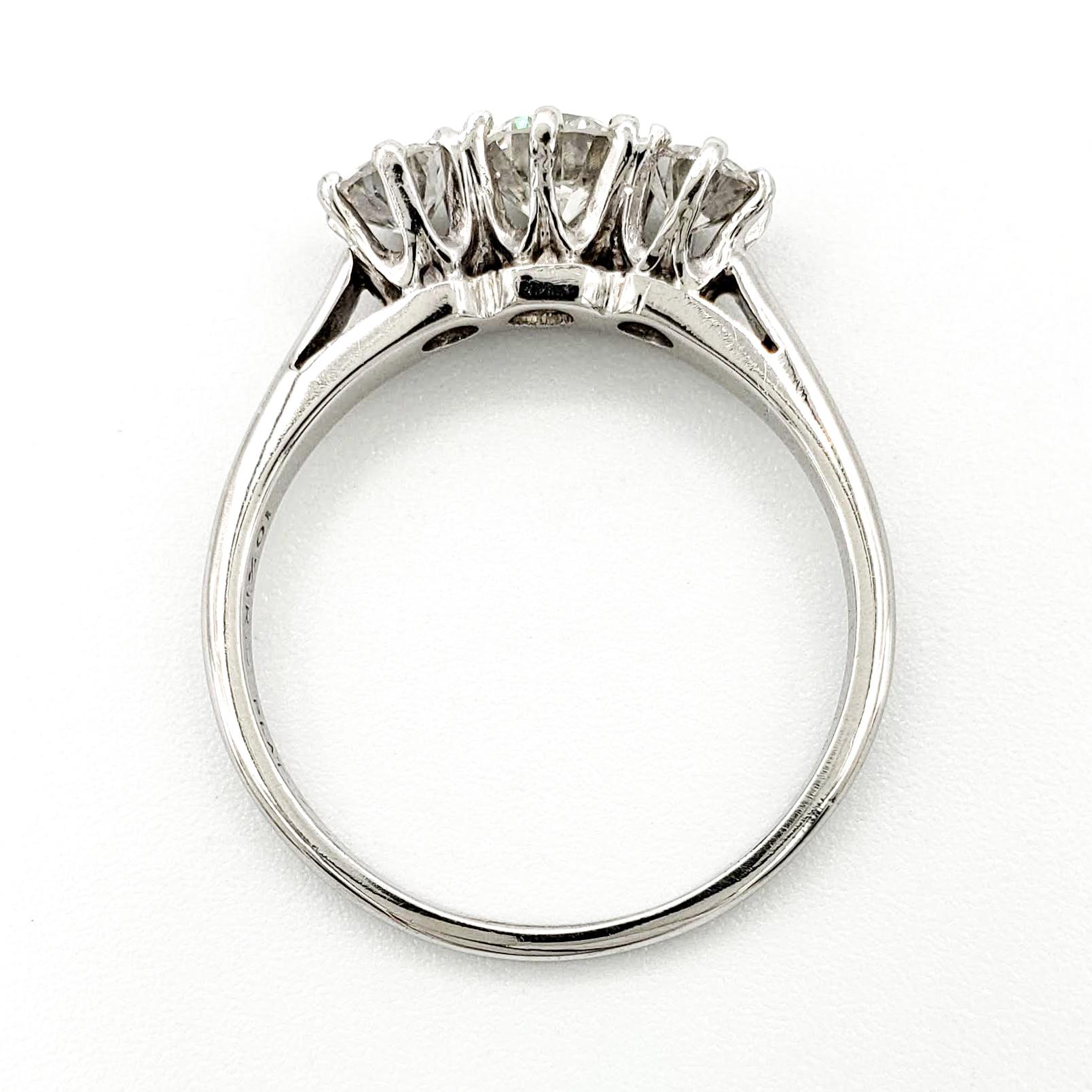 vintage-platinum-engagement-ring-with-0-40-carat-round-brilliant-cut-diamond