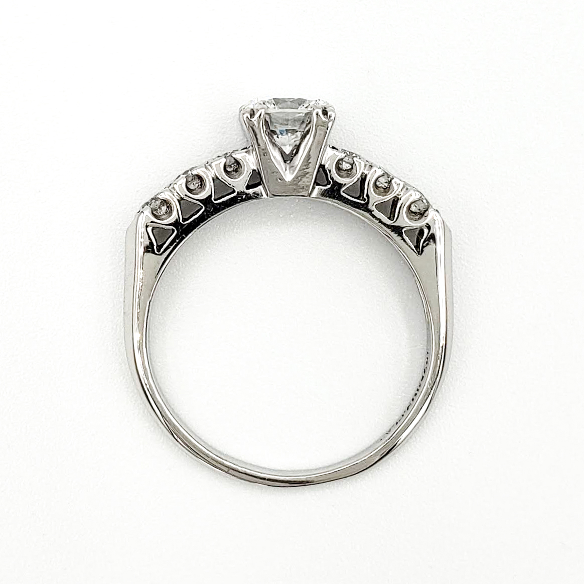 vintage-platinum-engagement-ring-with-0-66-carat-round-brilliant-cut-diamond-egl-d-si1