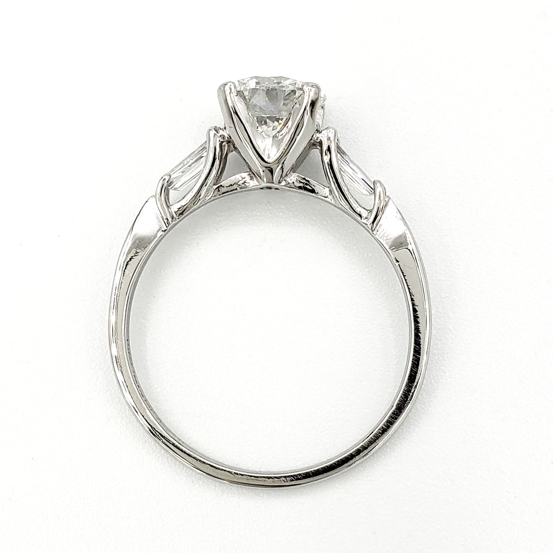 vintage-platinum-engagement-ring-with-1-11-carat-round-brilliant-cut-diamond-gia-e-vvs2