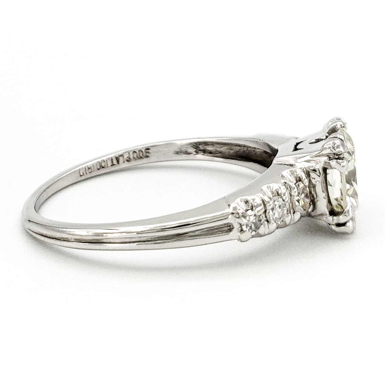 vintage-platinum-engagement-ring-with-0-77-carat-round-brilliant-cut-diamond-egl-i-vs2