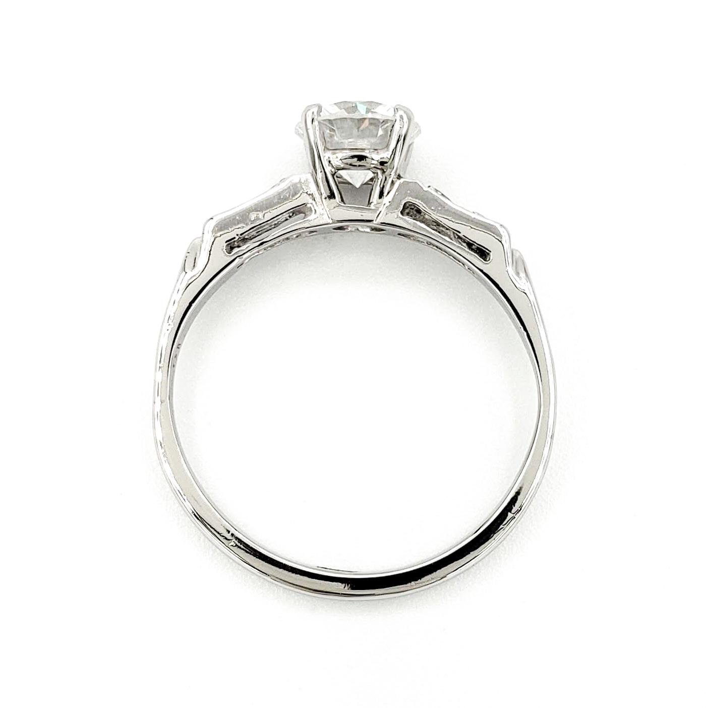 vintage-platinum-engagement-ring-with-1-01-carat-round-brilliant-cut-diamond-egl-d-si3