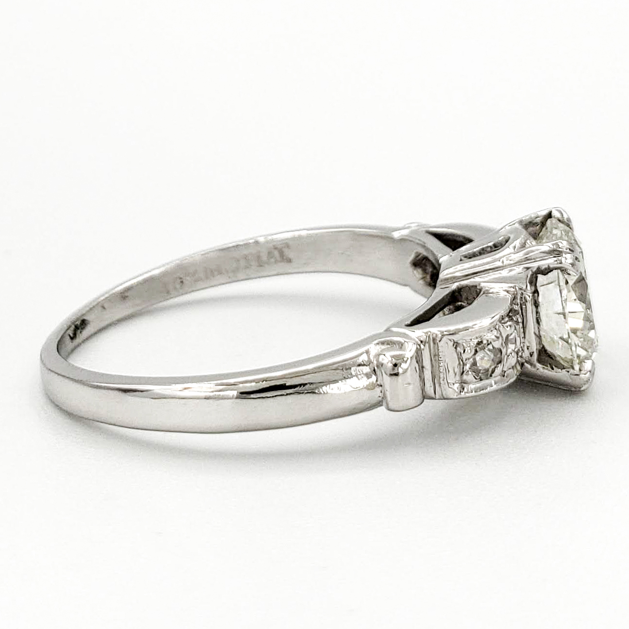 vintage-platinum-engagement-ring-with-1-05-carat-round-brilliant-cut-diamond-egl-i-si1