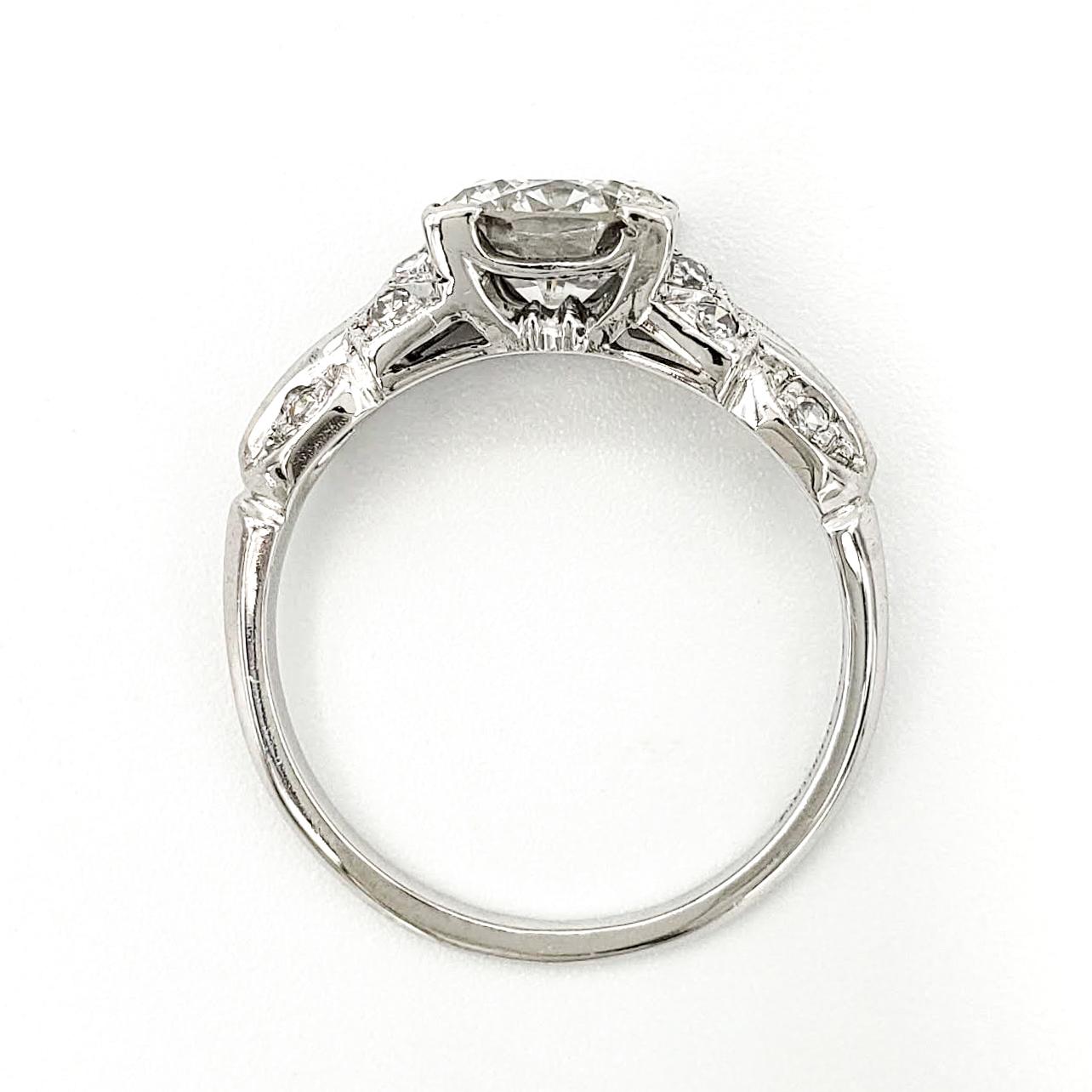 vintage-platinum-engagement-ring-with-1-33-carat-round-brilliant-cut-diamond-egl-g-si1