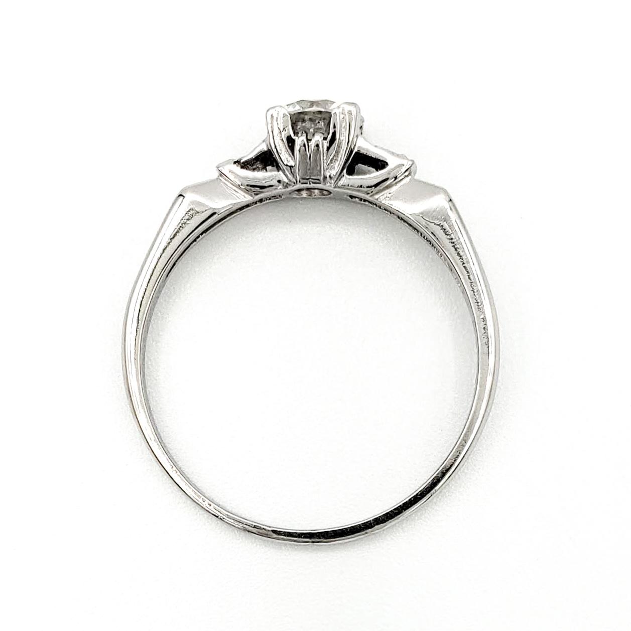 vintage-platinum-engagement-ring-with-0-50-carat-round-brilliant-cut-diamond-egl-d-si2