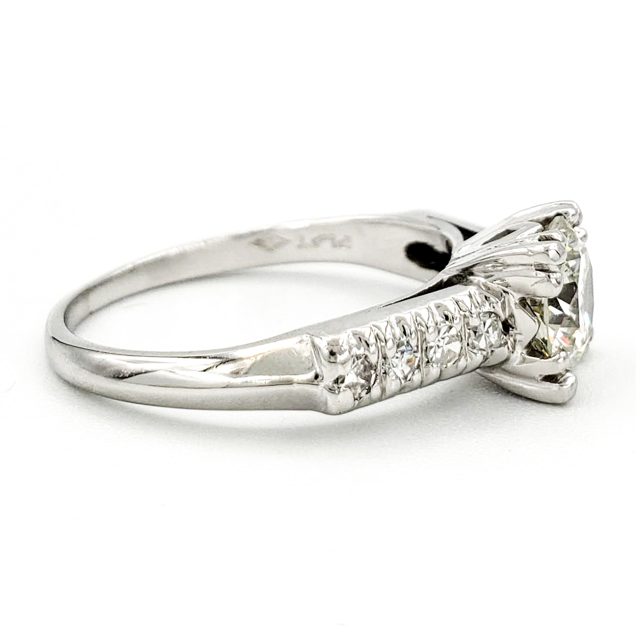 vintage-platinum-engagement-ring-with-0-81-carat-round-brilliant-cut-diamond-egl-j-s11