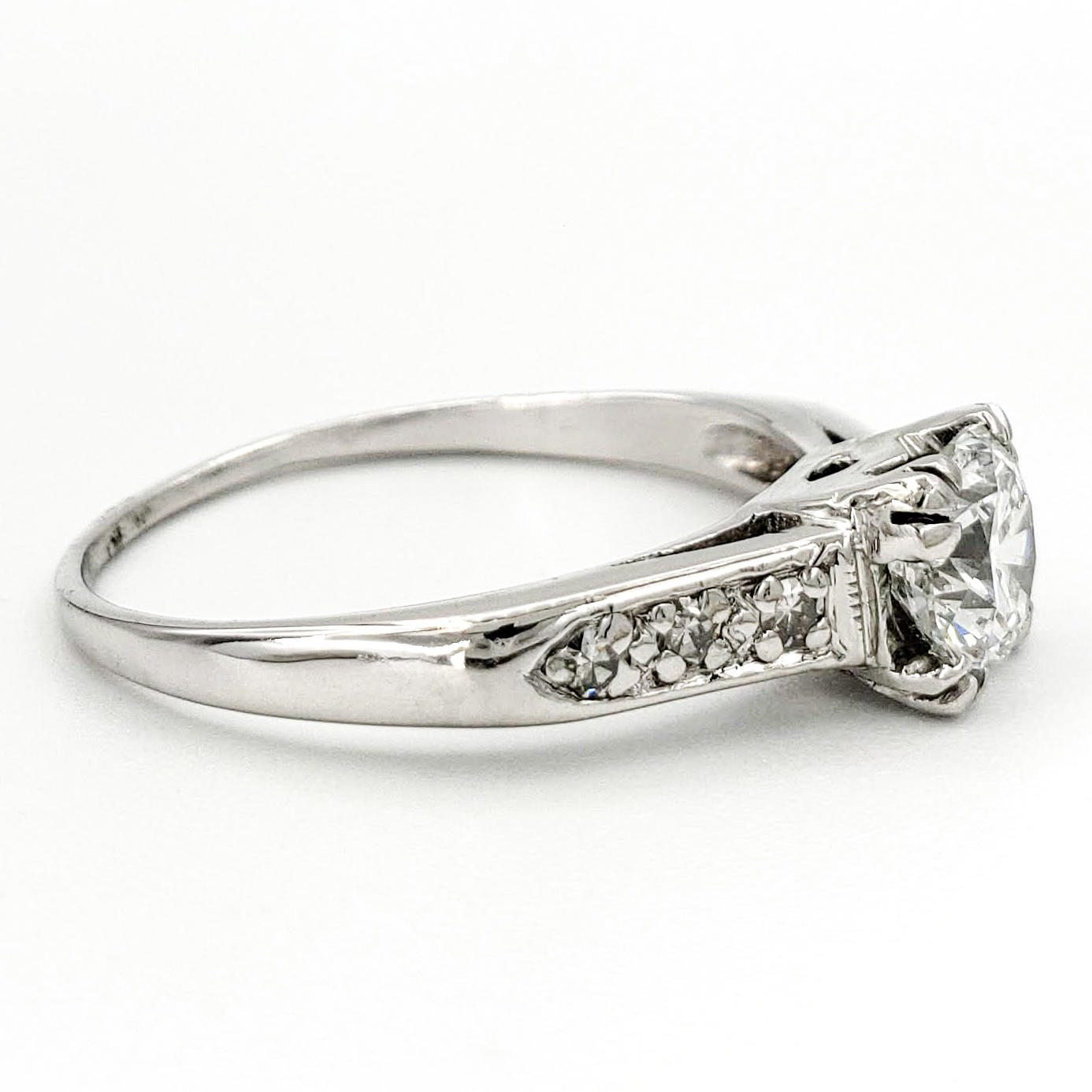 vintage-platinum-engagement-ring-with-0-72-carat-round-brilliant-cut-diamond-gia-d-vs1