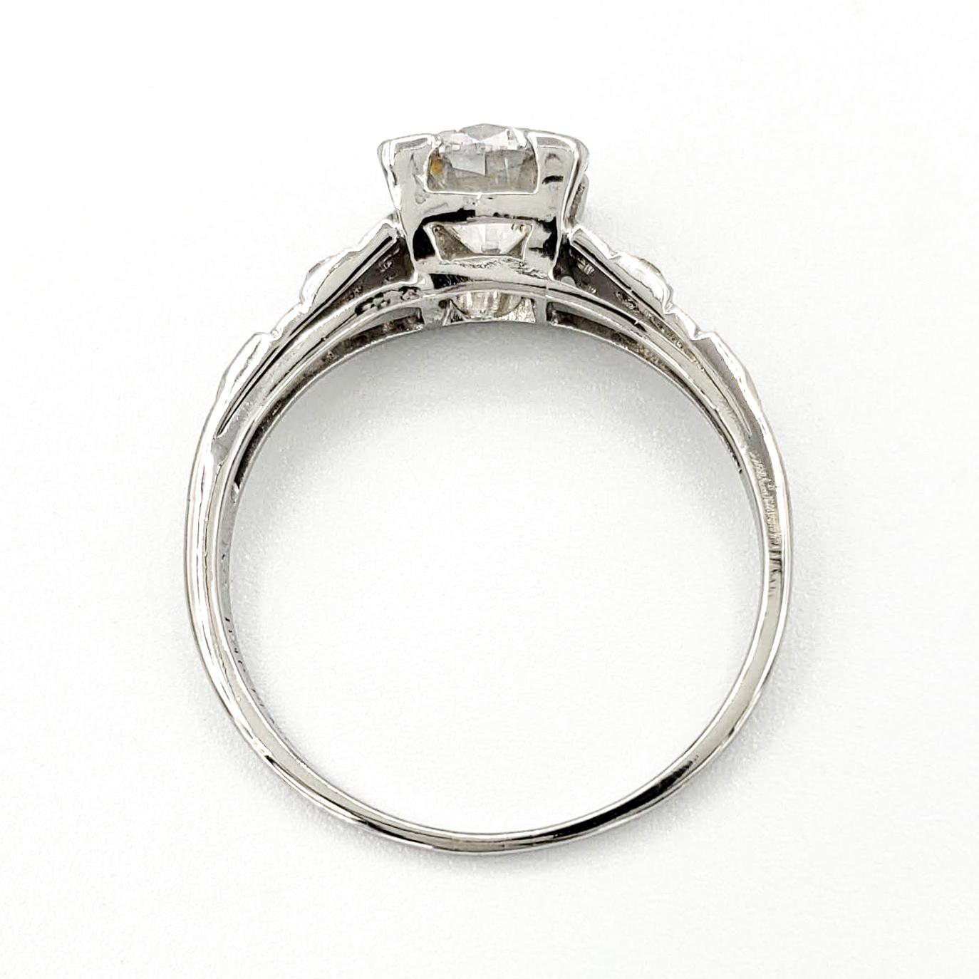 vintage-platinum-engagement-ring-with-1-05-carat-round-brilliant-cut-diamond-gia-i-si1