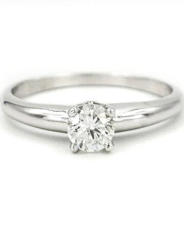 estate-platinum-engagement-ring-with-0-32-carat-round-brilliant-cut-diamond-egl-h-vs2