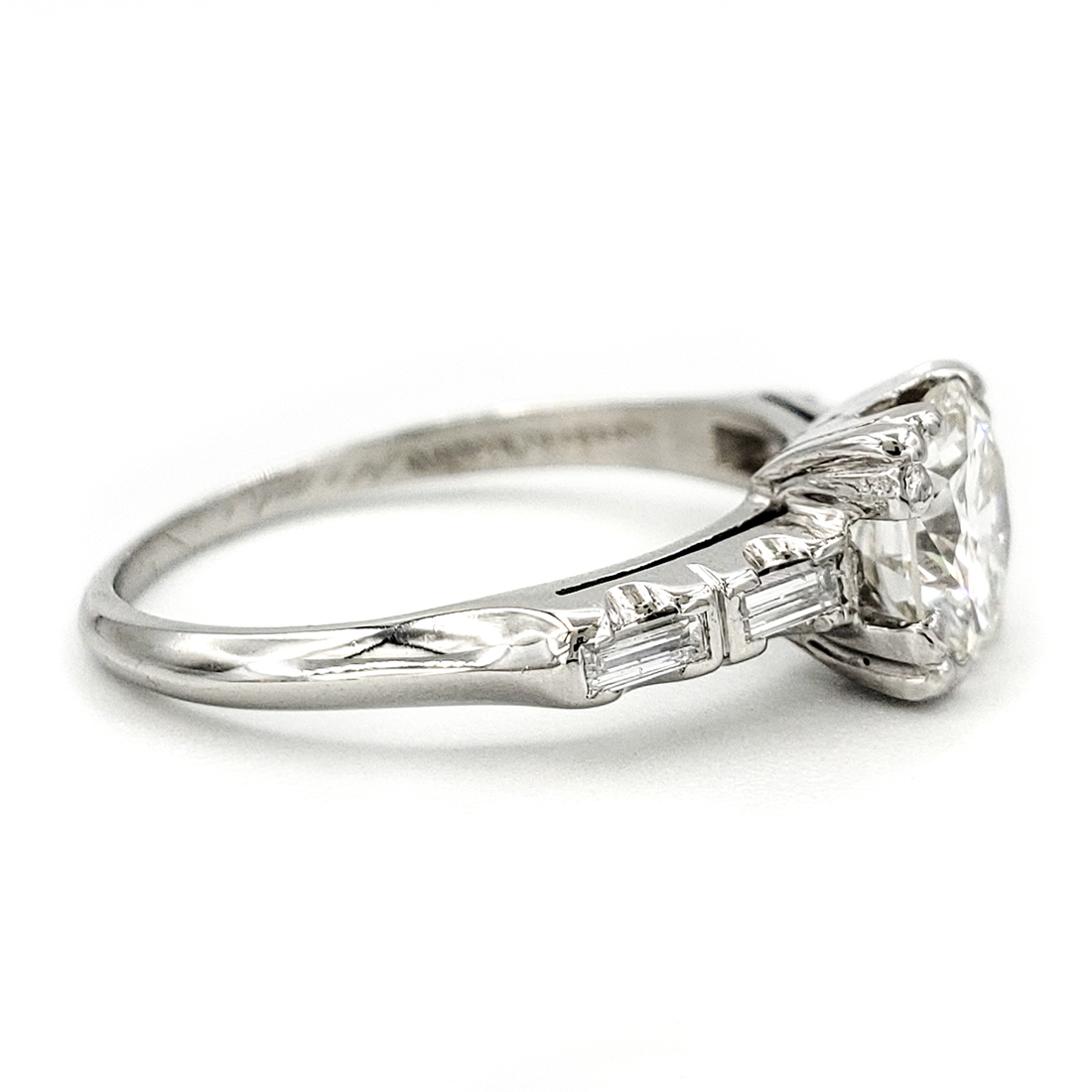 vintage-platinum-engagement-ring-with-1-00-carat-round-brilliant-cut-diamond-egl-h-vs1
