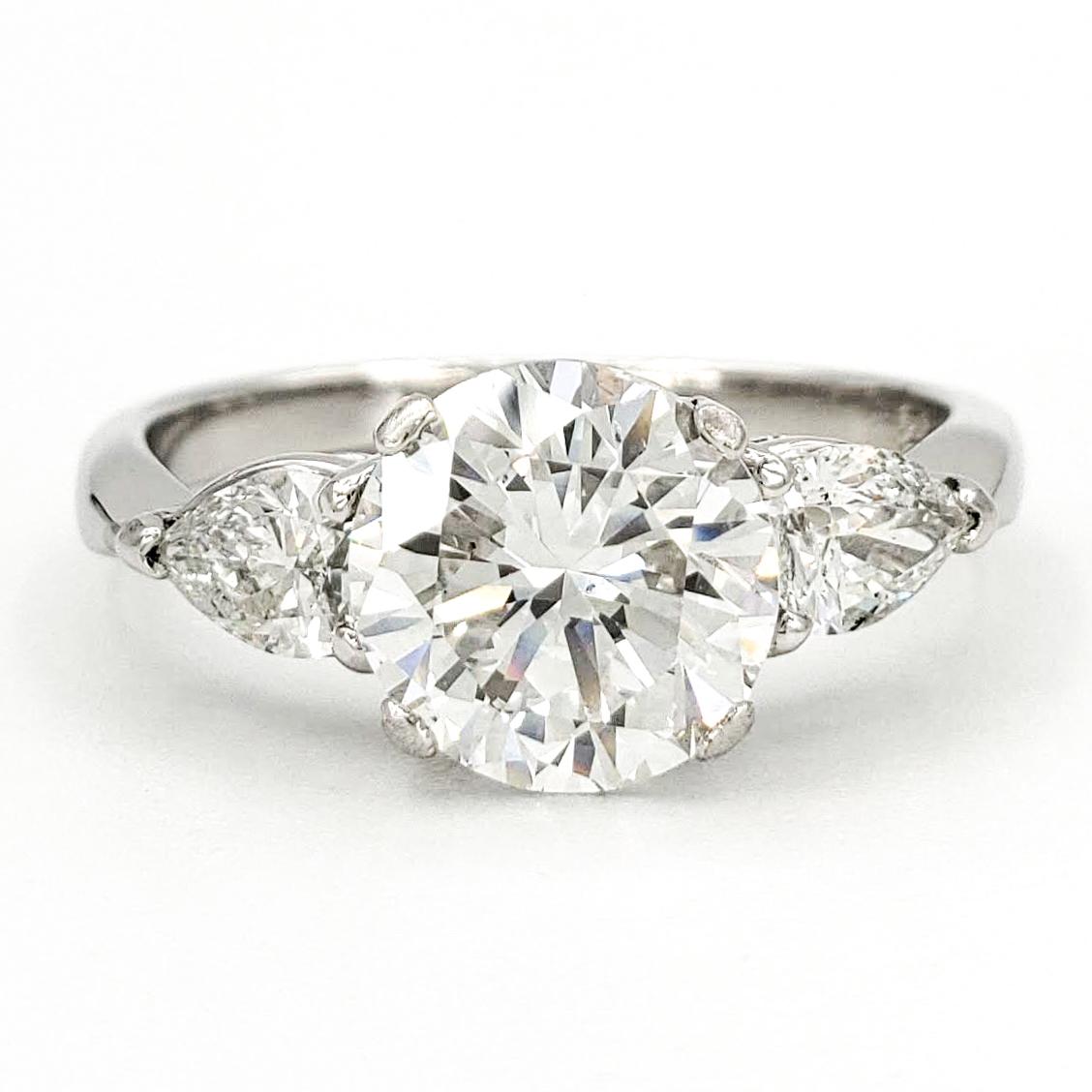 vintage-platinum-engagement-ring-with-2-01-carat-round-brilliant-cut-diamond-gia-e-si1